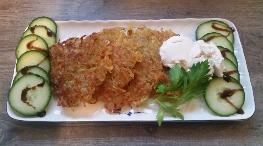Kartoffelpuffer mit Kohlrabi und Käse - vegan